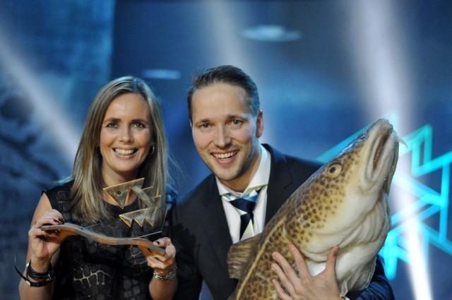 Markedssjef Camilla Beck Sætre og Salgssjef Øystein Rist med Gullfisken 2014. Fotograf Synne Lykkebø Hafsaas