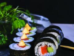 sashimi med ponzusaus og mangosalat