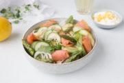 Sommersalat med pasta og Sommerlaks